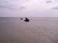 Порыбачили: На запорожском курорте троих мужчин унесло в открытое море