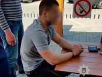 Запорожского патрульного задержали на взятке в «Макдональдсе»