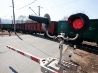Житель Запорожской области врезался в шлагбаум на железнодорожном переезде
