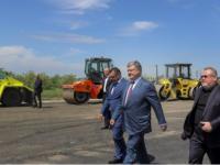 «За 26 лет так и не дождались»: Порошенко проверил ремонт трассы «Днепр-Запорожье-Мариуполь»