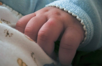 Горе-мать бросила без присмотра трехмесячного малыша