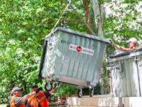 В запорожских дворах из-за вандалов катастрофически не хватает мусорных баков