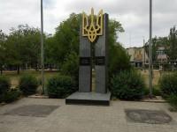 В Энергодаре вандалы поиздевались над площадкой перед памятником героям