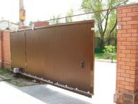 Откатные ворота в Чернигове: почему лучше делать на заказ?