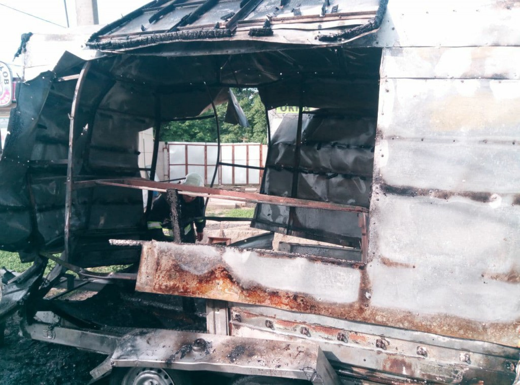 Под Запорожьем взорвался фургон с шаурмой (Фото)