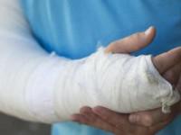 Ребенка с переломом эвакуировали с острова, к которому затопило дорогу