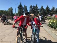 Индеец и заключенный на велосипедах: в Запорожье состоялся масштабный велопробег (Фото)