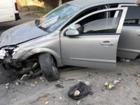 В запорожском дворе водитель «Опеля» на скорости влетел в мусорный бак