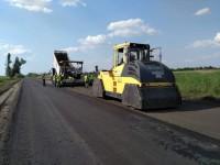Турецкие рабочие ремонтируют еще один проблемный участок дороги в Запорожской области (Фото)