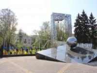 На недавно открытый памятник чернобыльцам выделят еще свыше 3 миллионов