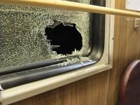 В Запорожье хулиганы бросают камни в проезжающие поезда