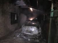 В Запорожье во дворе частного дома сгорел «паркетник»