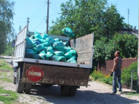 Жителей частного сектора Запорожья грозятся штрафовать за мусор в нефирменных пакетах