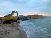 По капот в воде: водитель «Субару» застрял в море на окраине Кирилловки (Видео)