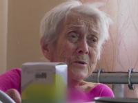 Запорожец устроил в доме питомник для собак, а старенькую мать выселил жить в авто (Видео)