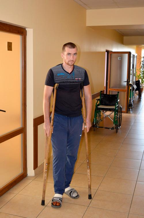 Уже через несколько дней после операции пациенты могут ходить с костылями