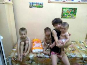 У запорожанки отобрали четверых истощенных детей