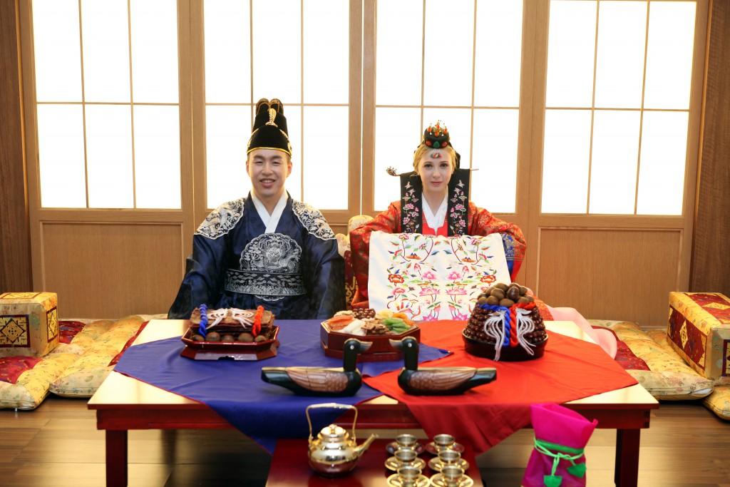 Настя выходила замуж по всем корейским традициям