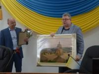 Глава запорожской прокуратуры попрощался с замом, подарив картину