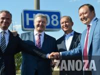 «Здесь 60 лет ничего не делалось»: в конце визита Порошенко открыл отремонтированную дорогу (Видео)
