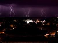 Страшно красиво: запорожцы делятся фото ночных молний