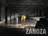 Под мостом в центре Запорожья автомобилисты тонут и глохнут в огромной луже (Фото)