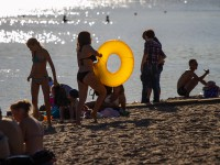 Один день из жизни запорожского пляжа (Фоторепортаж)