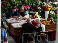 Фоторепортаж с прощания с матерью и дочкой, погибшими в ДТП на запорожской Набережной