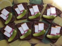 В запорожском селе ко Дню молодежи проведут конкурс на самый большой бутерброд с салом