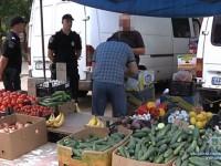 Полицейские устроили облаву на стихийный рынок возле «Макдональдса»