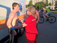 В Запорожье двое парней напали с кулаками на водителя «скорой»