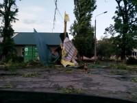 Застрявшие на косе машины и сорванные крыши домов: как непогоду пережила Запорожская область
