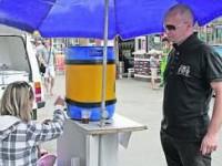 Квас в Запорожской области перед продажей разливают в полной антисанитарии (Видео)