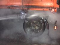 На запорожской трассе у грузовика сгорело колесо