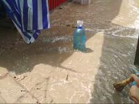 Рынок в Бердянске затопило грязевыми реками