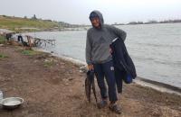 Военный спас с другом профессионального пловца, запутавшегося в водорослях