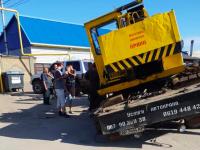 В Запорожской области кран ушел под землю: опасный участок оградили ветками