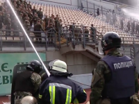 Запорожские военные сыграли роль футбольных хулиганов (Видео)