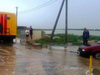 Запорожские спасатели эвакуировали с размытого побережья Азовского моря почти 90 людей