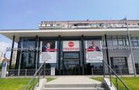 Директора запорожского автосалона «Мерседес» оштрафовали за плакат «Стоп рейдерам» на фасаде