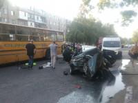 В ДТП с заводским автобусом на Бабурке пострадали супруги, ехавшие с четырехмесячным малышом