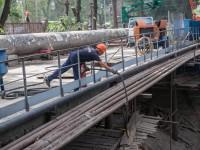 На Металлургов закрыли на реконструкцию пешеходный мост