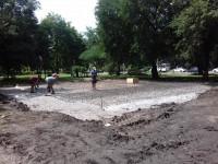 В парке напротив «Украины» ведутся строительные работы