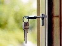 Из собственности города запорожским коммунальщикам отдают еще две квартиры