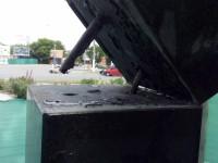 В Запорожской области спортсмен сломал памятник, решив на нем поподтягиваться