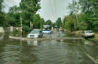 Запорожье после дождя: автомобилисты плавают в огромной луже (Фото)