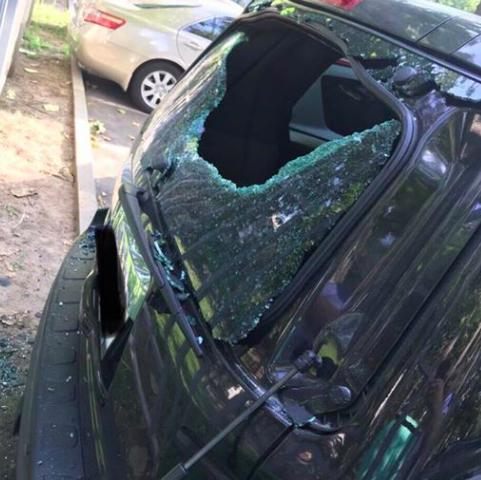 Запорожскому депутату повредили авто