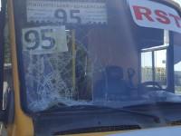Деталь троллейбусной сети разбила лобовое маршрутки, перевозившей пассажиров (Фото)