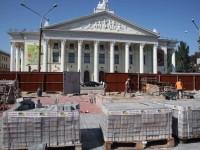 Обновленный сквер напротив театра имени Магара обещают открыть в сентябре