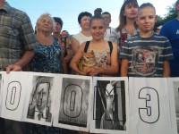 «Засуньте ТРЦ себе в ж…»: запорожцы митингуют под мэрией против застройки сквера Яланского (Фоторепортаж)